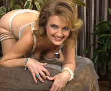 Sinful experienced woman taking part in by herself