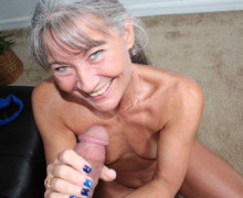 Horny gilf dries his balls