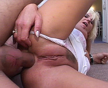 Leering mature woman in wild anal porn