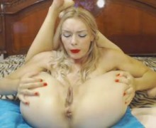 Flexible blonde reaching wet orgasm