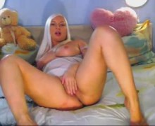 Big platinum blonde masturbates in front of webcam