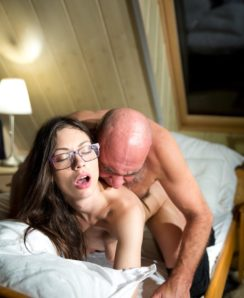 Arwen Gold seduces old man